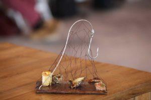 Eduard Xatruch y su original presentación de un plato de pescado.