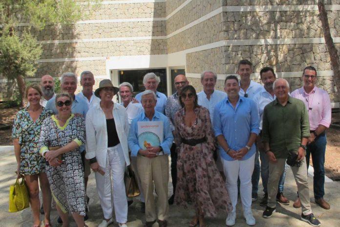 Los académicos posan en las instalaciones del Palacio de Congresos. Foto: T.S.
