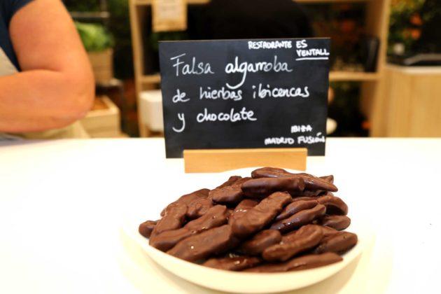 Falsa algarroba de hierbas y chocolate.