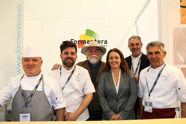 Los chefs de Es Molí de Sal, Juan Sánchez, Billy Baroja y Ricardo Ruiz con 'Jonny' Yern, la presidenta Alejandra Ferrer y Gianluca Casali.